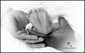 blog baby feet_3864 vignette bw